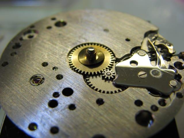 自動巻き腕時計の使い方・ゼンマイの巻き方 | トラ …