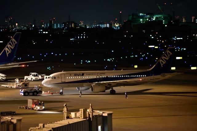 夜の伊丹空港はとってもきれい! (1月17日 伊丹空港 展望 ...