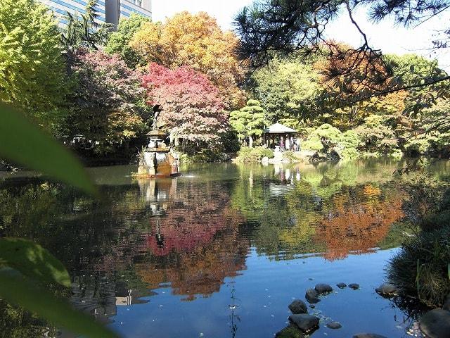 池に映った紅葉