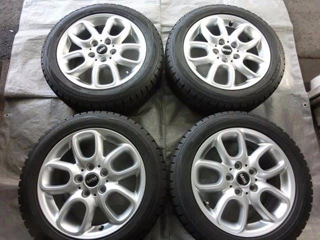 注目のアイテム★バリ山14年製BMWミニクーパーS(F56)純正16アルミ&DLスタッドレス4本セット