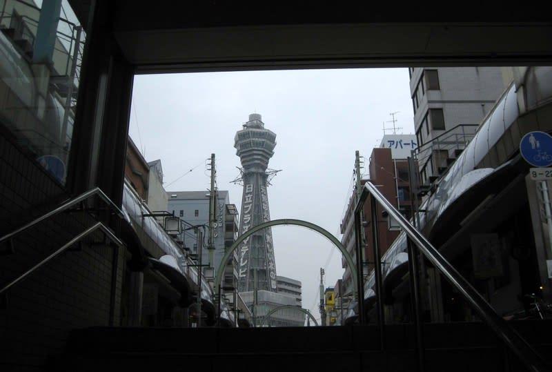 Tukenkaku_from_subway_stairs