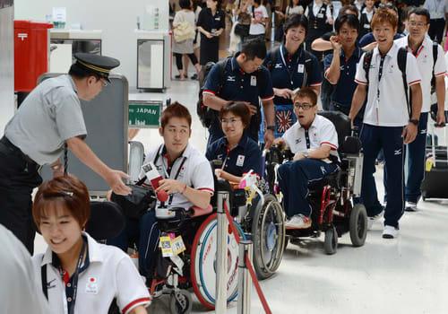 パラリンピック:日本選手団、ロ...