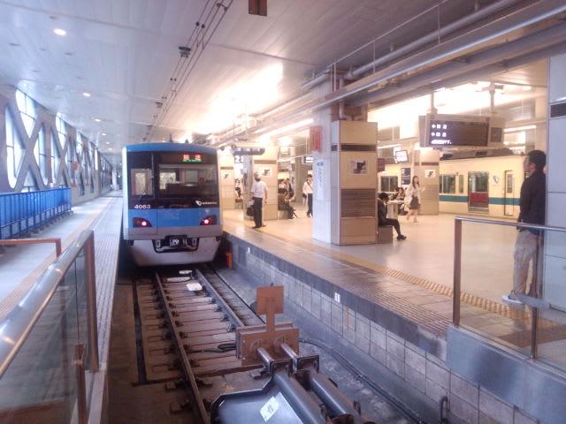 朝の新宿駅1  番線に珍客