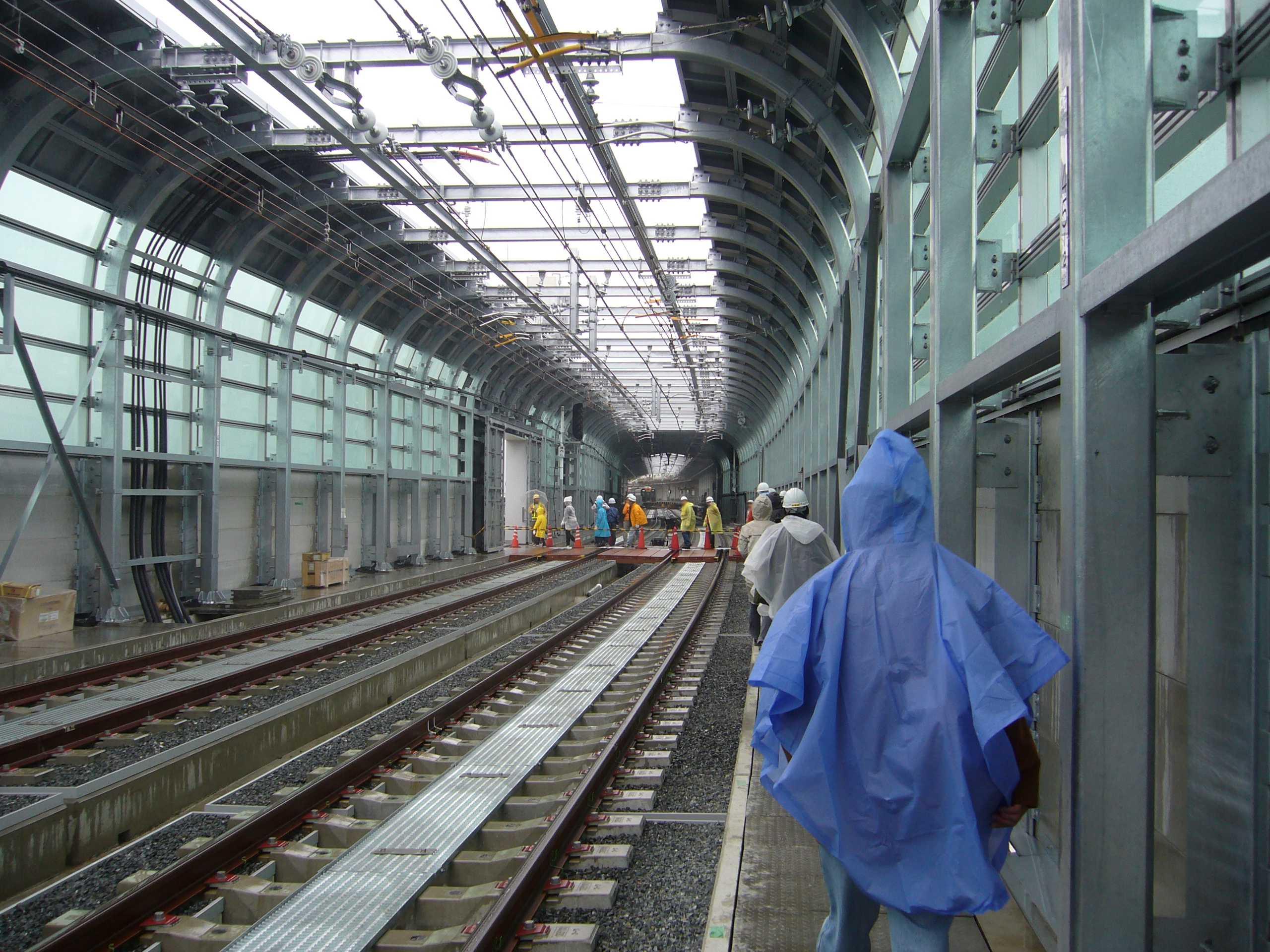 阪神なんば線九条駅と西九条駅間の高架橋から西九条駅を望む(この写真はクリックすると拡大します)