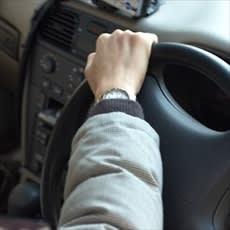 「ドライブ中の危険な眠気…目を覚ますアイデ」の質問画像