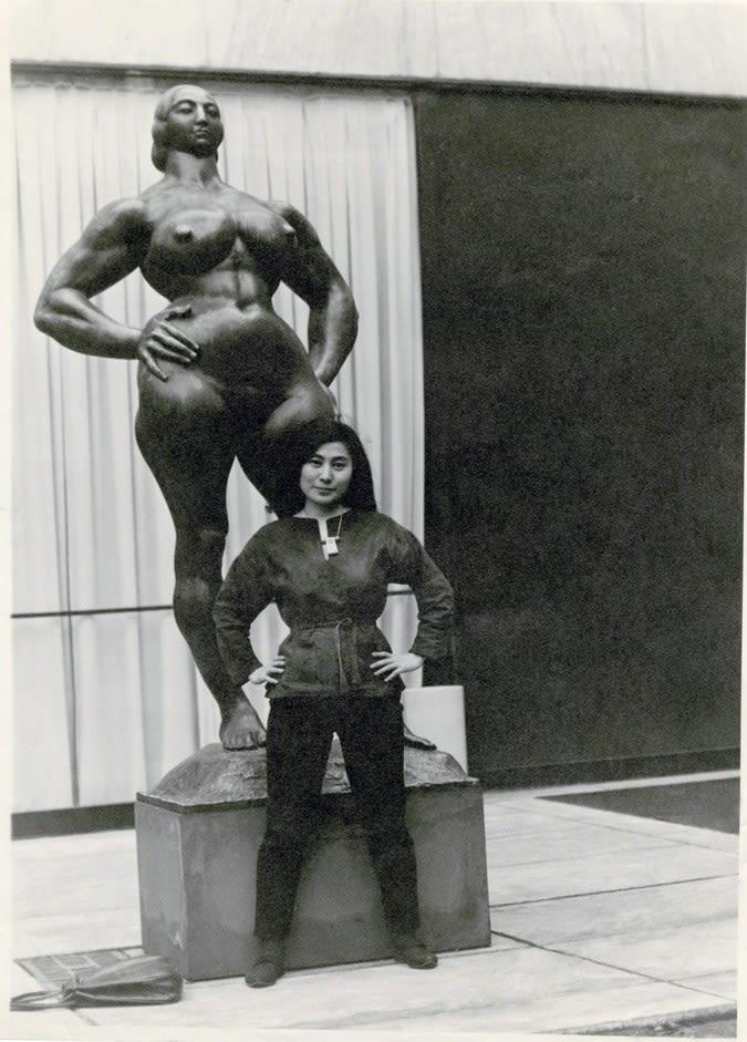 Yoko Ono with Standing Woman【わたしの里の美術館 Heliogravure】