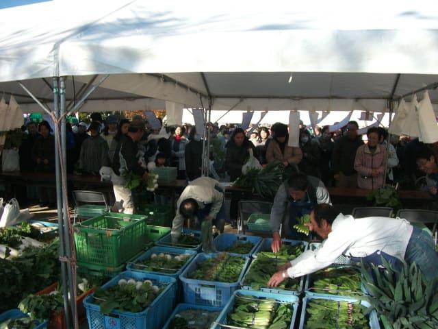 野菜の即売の様子
