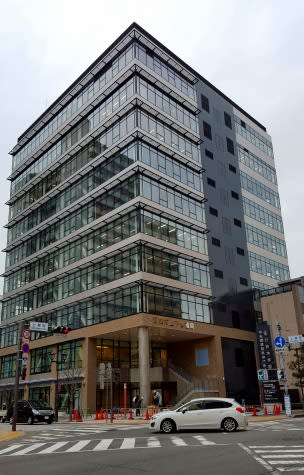 完成間近の静岡市上下水道局庁舎...