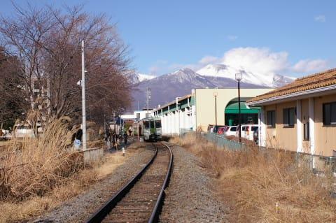 浅間山と北中込駅