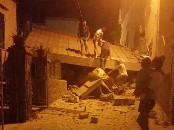 ナポリ沖イスキア島でM4.0の地震...
