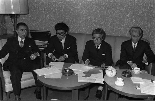 三島 由紀夫 と 川端 康成