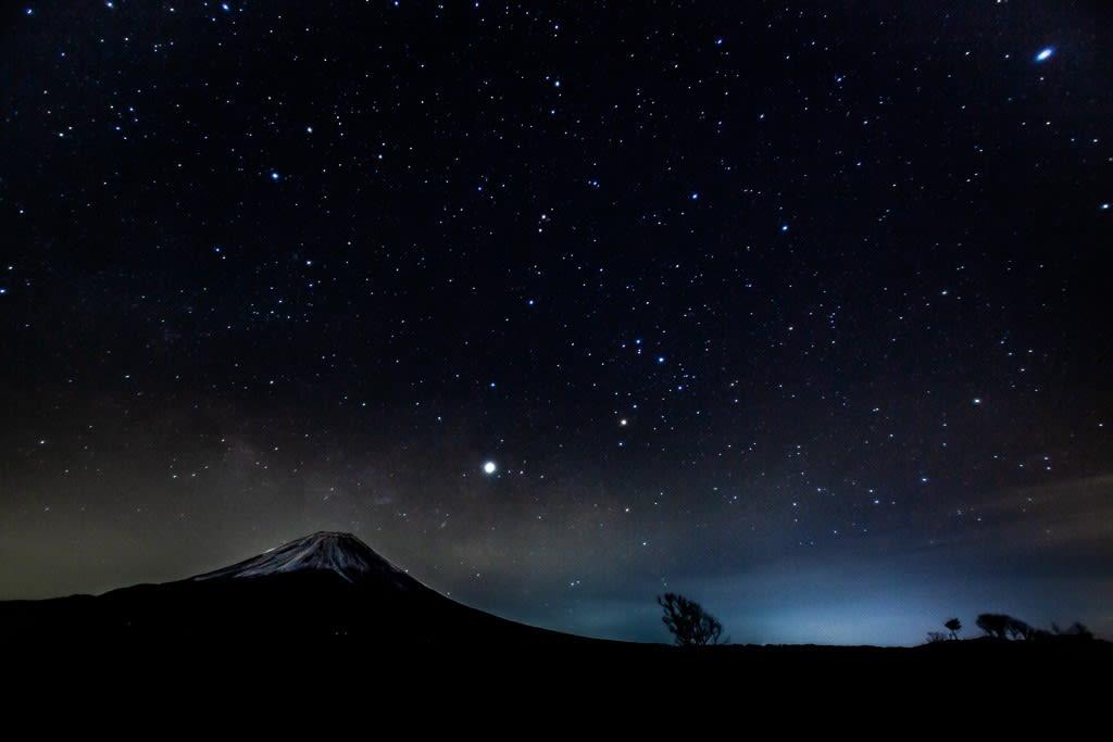 富士山と星空の写真