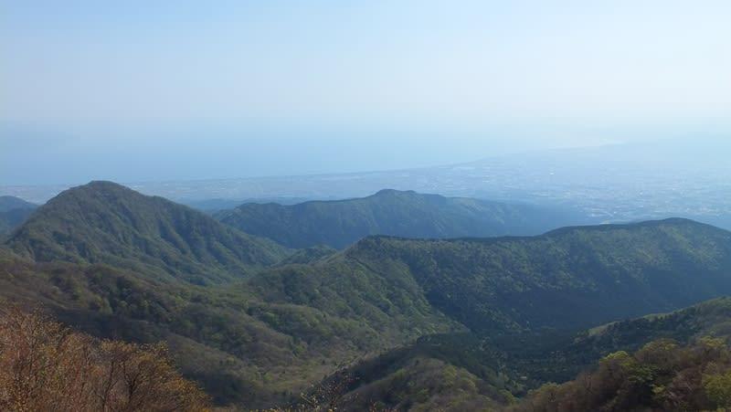 越前岳の山頂から見下ろした駿河湾