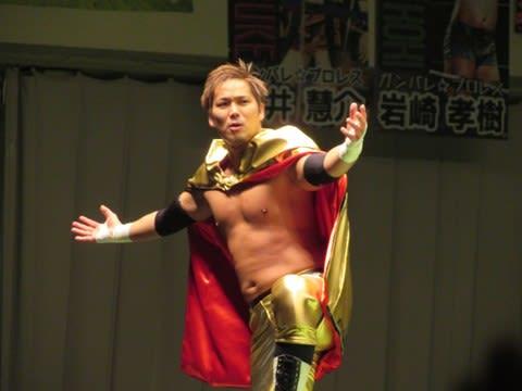 プロレスリング・ノアの革命マントヒーロー、 小峠篤司の左肘関節脱臼および上腕骨外顆剥離骨折による大会欠場が発表されました。