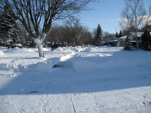家を出て暫らくは歩道の除雪も綺麗で。。。