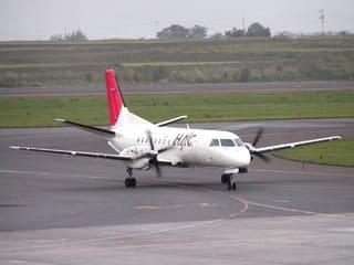 道内各地を結ぶHACのSAAB340B(JA01HC、何と初号機です!)です。空港を出る直前にやってきました。A300の離陸が遅れたのはこいつが来たから(笑
