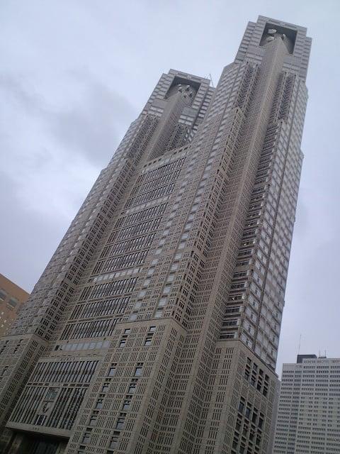 250f9a5804 今日はまだ春休みですが授業がありました。 その帰りになんとなくW63CAで撮り歩いてみました。 雨の新宿にて。