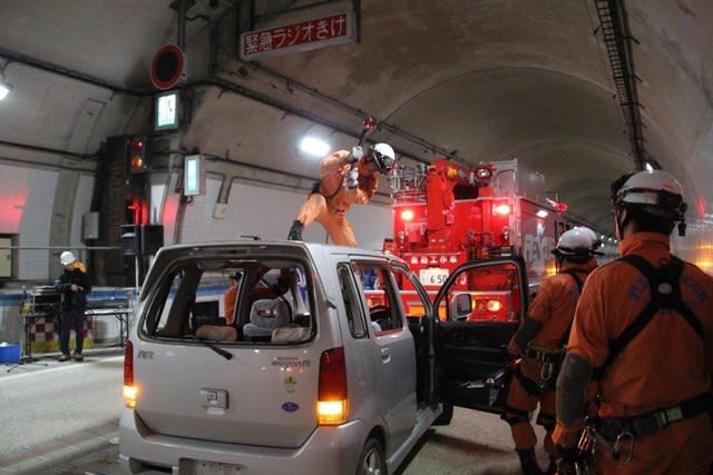We carried out joint disaster prevention drill in Minoh green road tunnel!