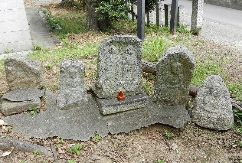 小池寺門前地蔵堂前の石造