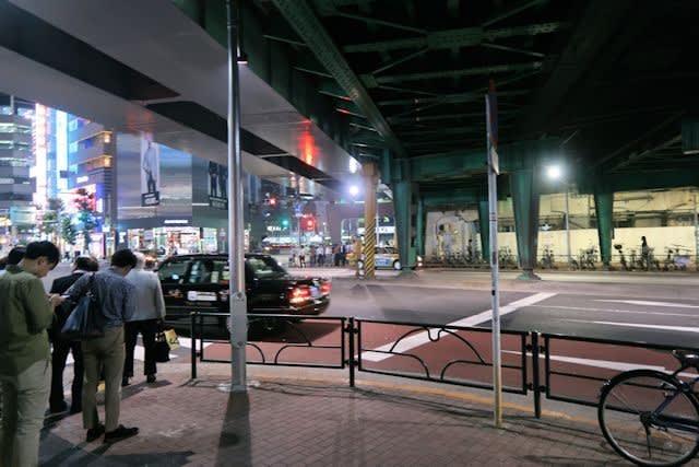 東京都の新橋駅周辺の街並み