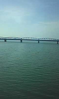 車窓からみた鉄橋(阿賀野川)