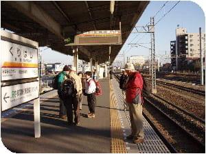 栗橋駅ホームです、クリックで新大平下駅前です