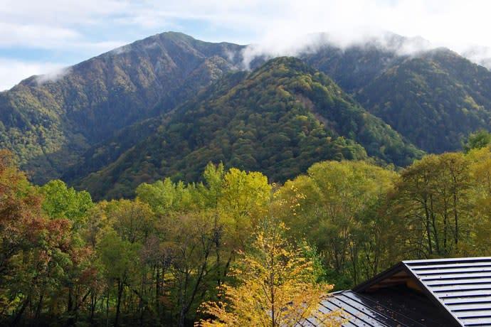 中の湯温泉からの霞沢岳