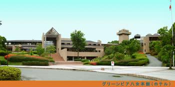 グリーンピアとか簡保の宿の建設やらなんやらで、何千億円とも言われている。【えぇ~ わかんな~ぃ】