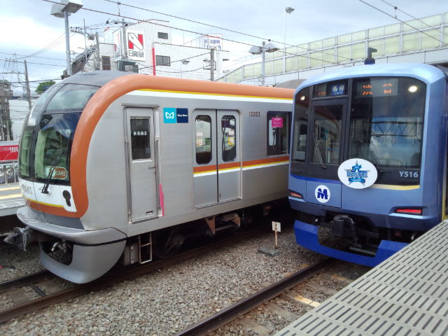 東横線で東京メトロ10000  系電車を見た