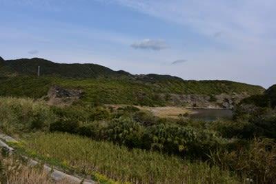 県道591号線西之表市西京苑入口の少し北側の道沿いから木折坂を撮影したもの