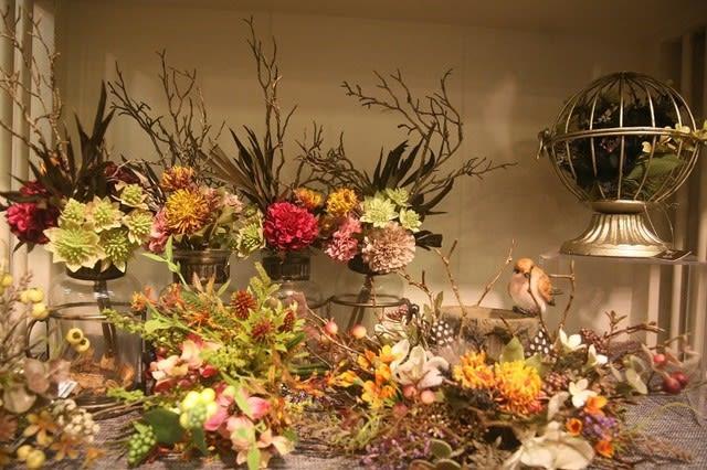 秋冬の造花ディスプレイ画像