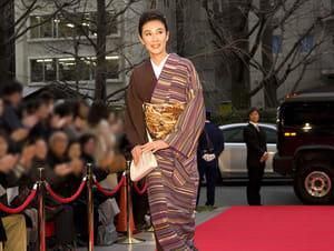 レッドカーペットを着物で歩く萬田久子