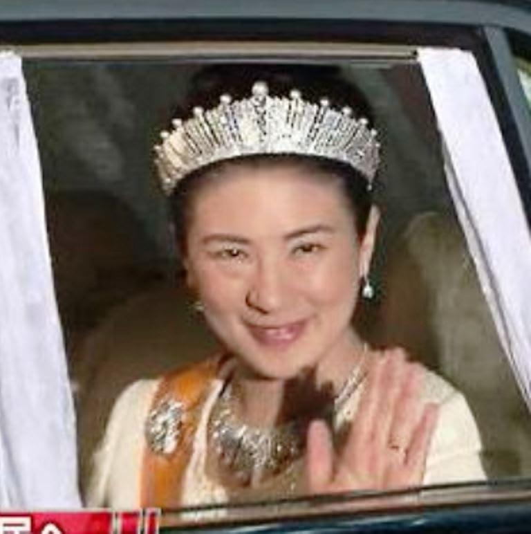賓客が、オランダ国王なら当然、第一ティアラだと楽しみに