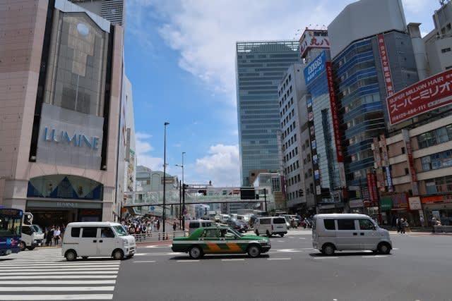 東京新宿駅周辺の街並み