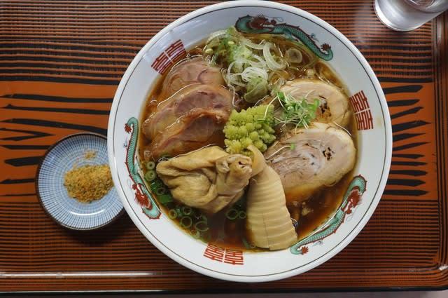20048 ラーメンの万里「白河ラーメン」@富山 2月20日 奥さんの怪我から復帰第一弾は、青竹打ち麺を活かしたご当地ラーメンをオマージュしたこの一杯!