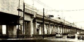 阪急京都線の洛西口付近の高架下