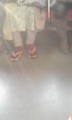 ん?別珍足袋に下駄履き