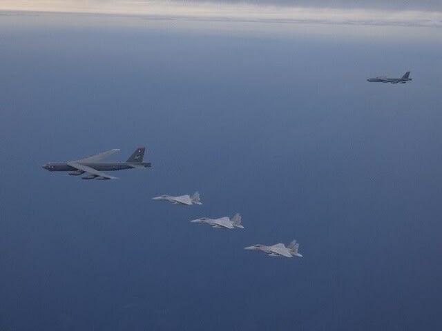 日米共同訓練,ルーマニア空軍,F15戦闘機,B52爆撃機,F2戦闘機,Su24,ジェット戦闘機,