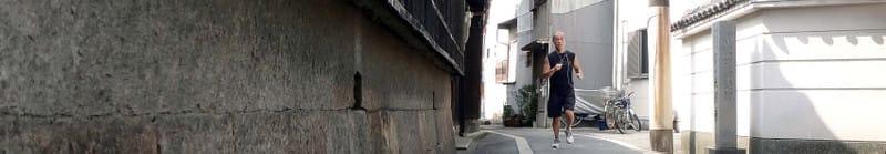 Jogging_in_higashinari_old_town_sid