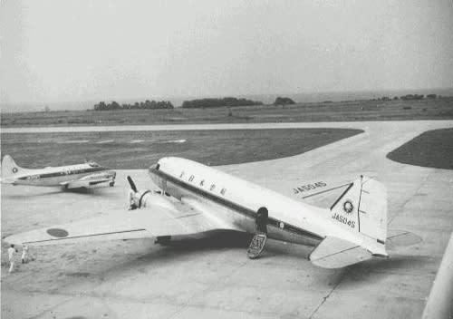 全日空のDC-3型機が下田沖に墜落...