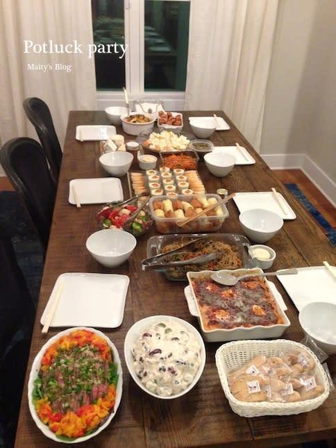 サーモンムース人参サラダ桃モッツァレラ餃子春巻きカポナータチーズ盛り合わせタイ風チキンライスアップルパイカップケーキビスコッティーデザートとご飯物の一部は