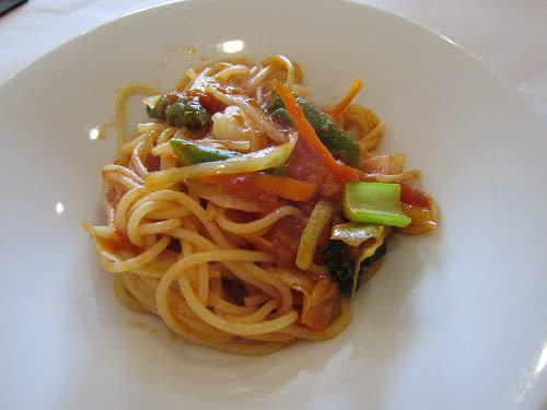 旬の野菜のトマトソーススパゲティ