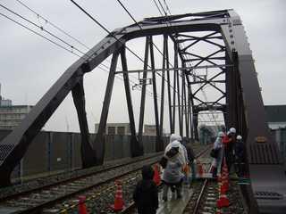 阪神なんば線九条駅と西九条駅間の安治川橋梁