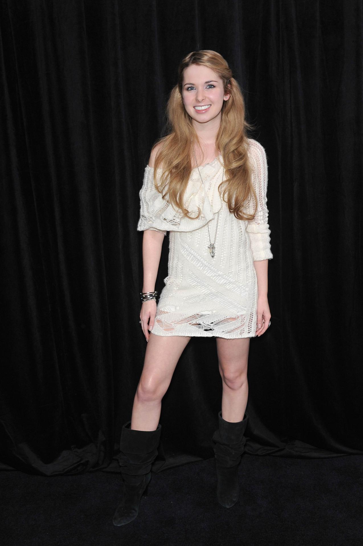 キルステンプラト Kirsten Prout attends The 9th Annual Awards Season Diamond Fashion Show  Preview on January 14, 2010.