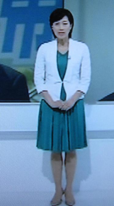 これは4月22日「NHKニュース7」での女性アナウンサーです。ちゃんとスカートをはいているでしょう。