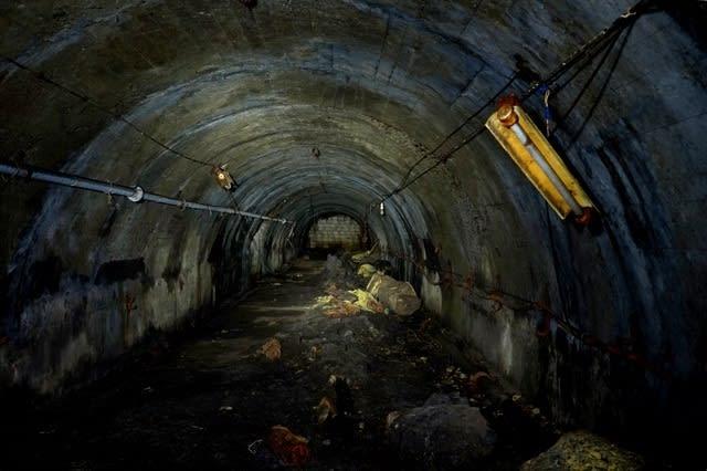 軍艦島:ボタ棄てトンネル