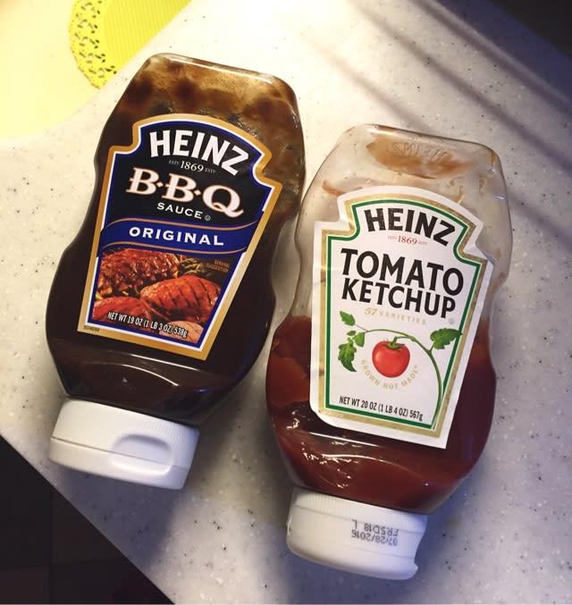 骨つき鶏肉焼いてハインツのBBQソース塗るだけで最高に美味しいやつね👍🏻✨このソース日本では見かけないよね??業務用はあるみたいだけど。マックのナゲットの