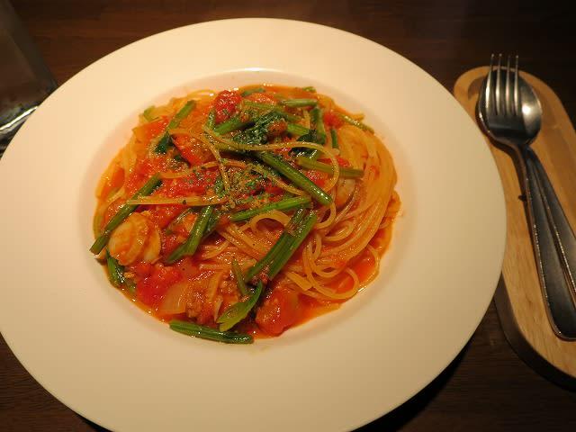 ベビーホタテとほうれん草のトマトソーススパゲティ