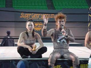 2001年12月8日 DDT 福岡ドーム大会、蛇界軍団 with ポイズン澤田JULIE with ナオミ・スーザン