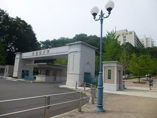 「創価大学 栄光門」の画像検索結果